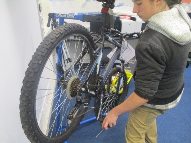 Bike maintenance_cym